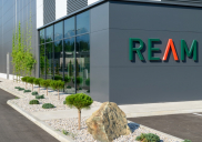 Krajinska ureditev poslovne stavbe REAM v Komendi
